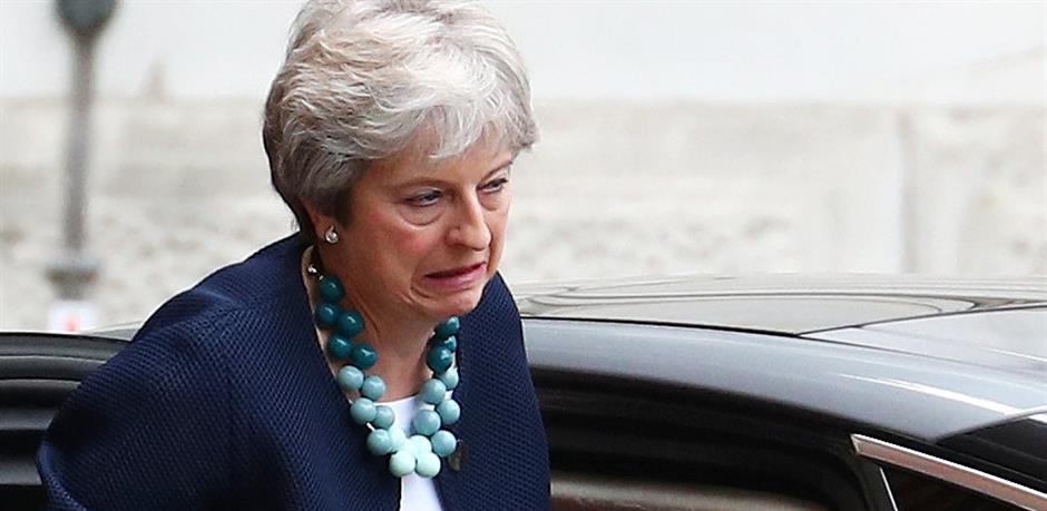 May pred ponorom kaotičnog Brexita