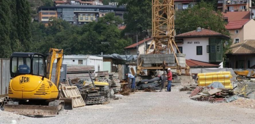 Sredinom novembra završetak gradnje podzemne garaže kod Vijećnice