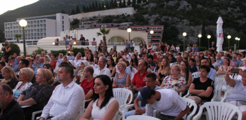 U Neumu otvorena ljetna turistička sezona