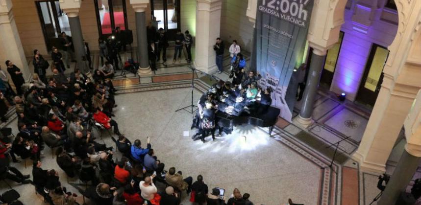 U Sarajevu oboren Guinnessov rekord u najmnogoljudnijem sviranju klavira