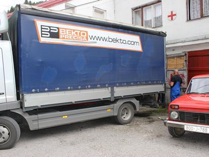Donacija firme Bekto Precisa: 1400 lopata za Vareš