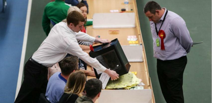 Britanski glasači uskratili Konzervativcima većinu u parlamentu