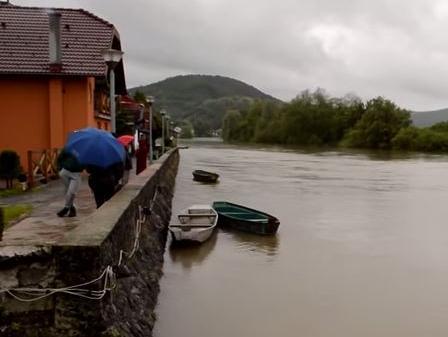 Više stambenih objekata poplavljeno u Potkozarju, u Hercegovini stabilno