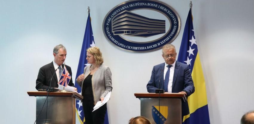 Sastanak delegacija Velike Britanije i BiH: Otkloniti vizne poteškoće