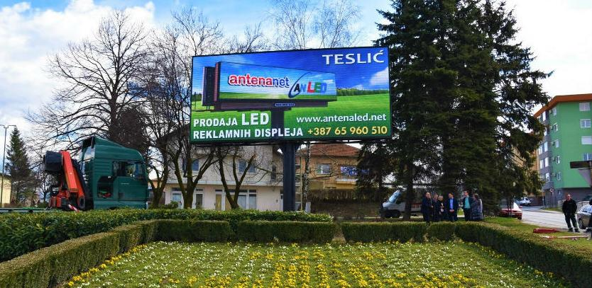 Moderni LED display krasi ulaz u Visoko
