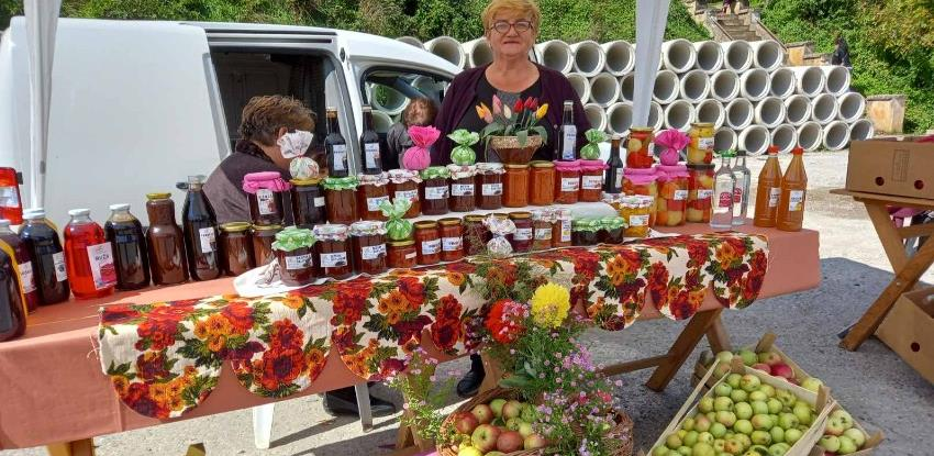 "Tradicionalna izložba ""Zdrava hrana iz Ustikoline"" okupila oko 20 izlagača"