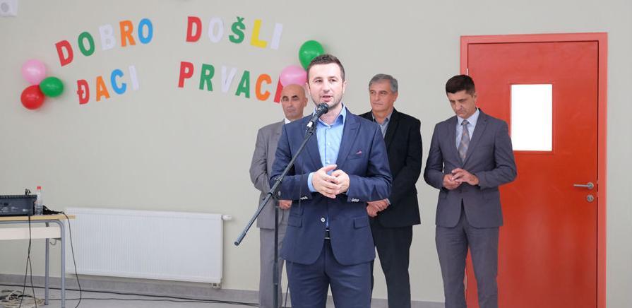 Počela sa radom Osnovna škola na Aneksu: Prvi đaci u školskim klupama