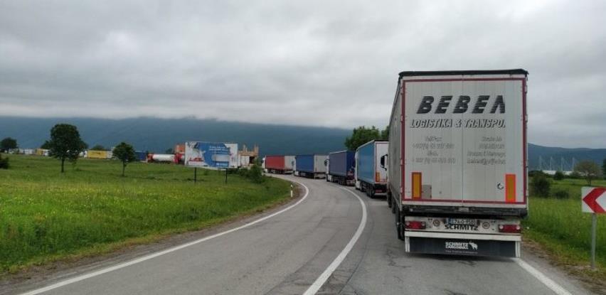 Haos na granicama BiH i Hrvatske zbog novih propisa, kolone do 10 kilometara