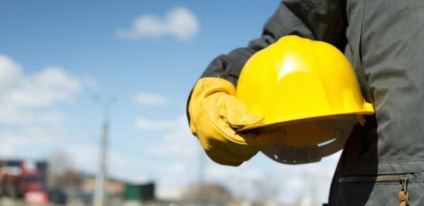Procjena rizika na radnom mjestu i u radnoj sredini sa osvrtom na metodologije i procedure