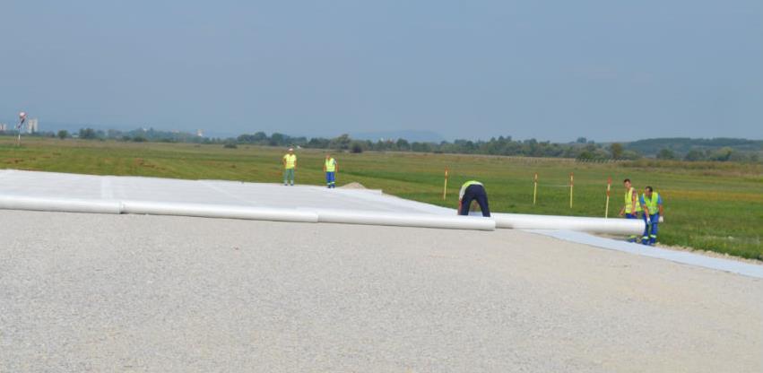 Radovi na pisti Aerodroma Bihać: Završen prvi sloj i postavljeni mjerni uređaji