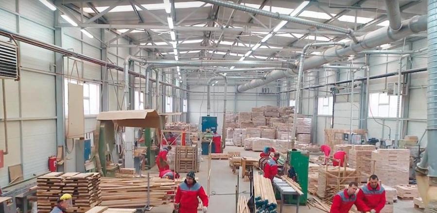 Standard Furniture Factory neke radnike poslao na biro, a neke kući