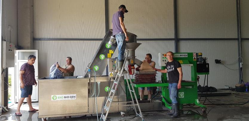 Poljoprivredna zadruga iz Orašja proizvodi ekosok od aronije i papriku ajvarušu