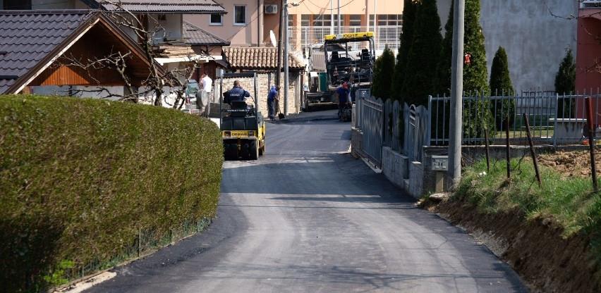 Nakon gasne mreže, stanovnici ulice Harisa Kurtovića na Aneksu dobili i asfalt