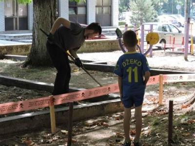 Postavlja se zaštitna obloga na dječijim igralištima u gradskom parku