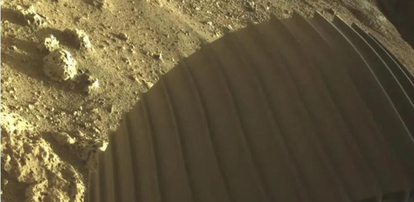 NASA objavila prve fotografije sa Marsovog kratera Jezero