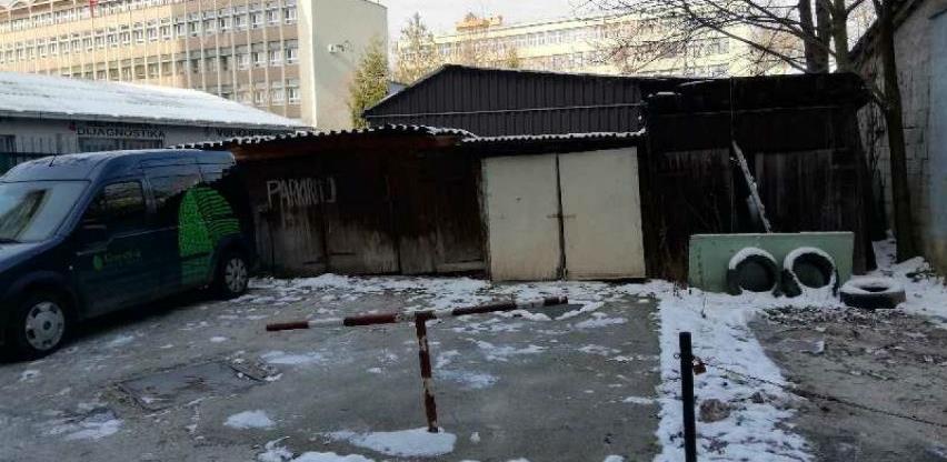Uklonjene bespravno izgrađene garaže u Bolničkoj ulici