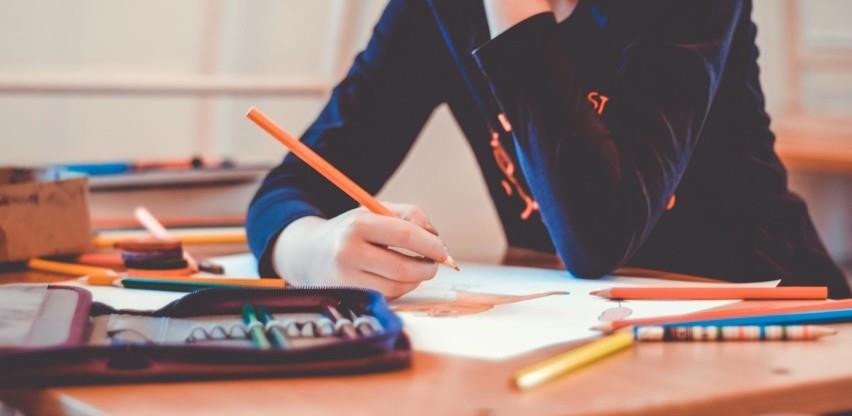 Vlada Federacije obezbjedila 171.000 KM za 285 studenata