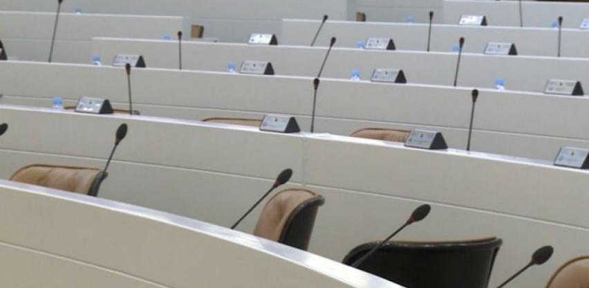 Parlamentarci ne rade ali putuju: Za aviokarte 400.000 maraka