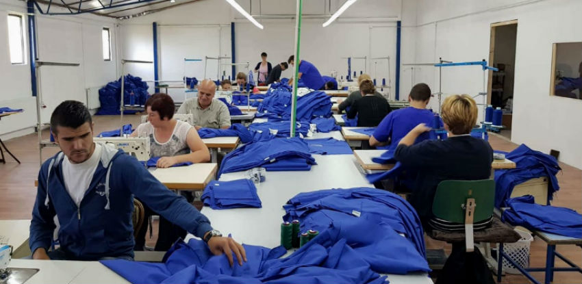 Tekstilni pogon iz Turbeta šije medicinsku opremu za tržište Švedske