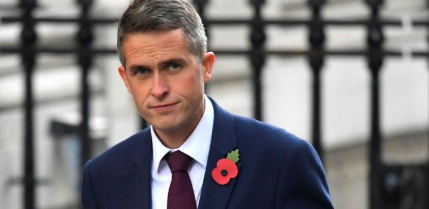 Theresa May smijenila ministra odbrane Velike Britanije