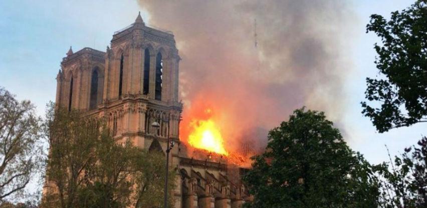 Macron: Katedrala Notre Dame bit će obnovljena zajedničkim snagama