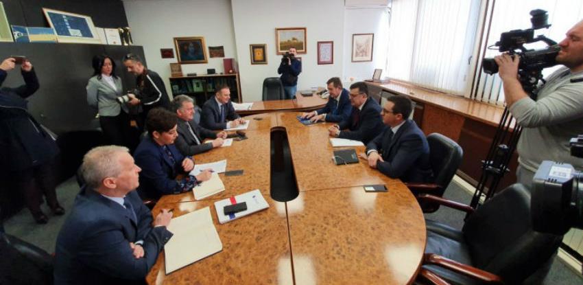Tegeltija: Entitetski premijeri trebaju dogovoriti poravnanje prihoda