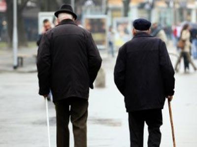 Banke umirovljenicima naplaćuju zatezne kamate jer MIO kasni s uplatama