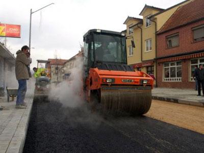 Započelo asfaltiranje ulice Mijata Tomića