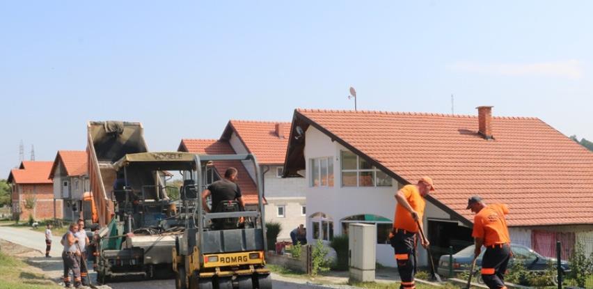 Završeno uređenje još jedne dionice u Banovićima (FOTO)