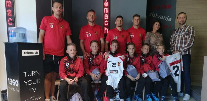 U Telemach korisničkom servisu u Zenici organizovano druženje fudbalera NK Čelik