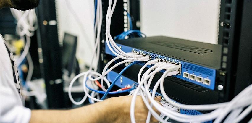 Prilika za 100 mladih koji žele da osnuju firmu u IT sektoru