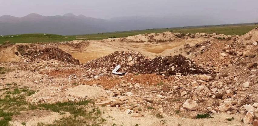 Iskopom pijeska uništena nekropola stećaka u Lištanima