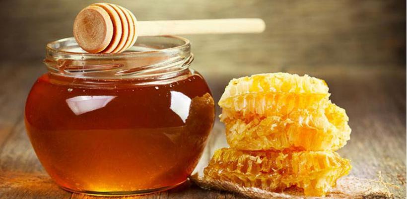 Izlagači pčelinjih proizvoda i prirodnih sokova su članovi klastera Bosper iz Tuzle.
