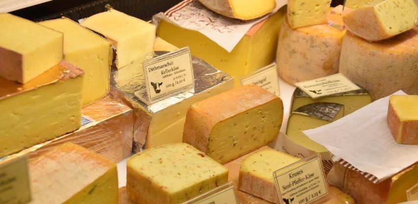 Skupe sireve kupujemo iz Njemačke, a izvozimo jeftino mlijeko