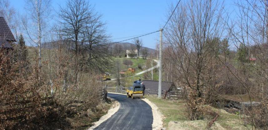 Asfaltiranje puteva u mjesnoj zajednici Trnovo