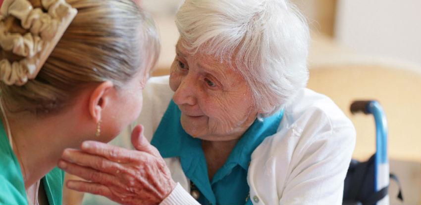 Neformalna obuka za pomoć oboljelim od Alzheimerove bolesti