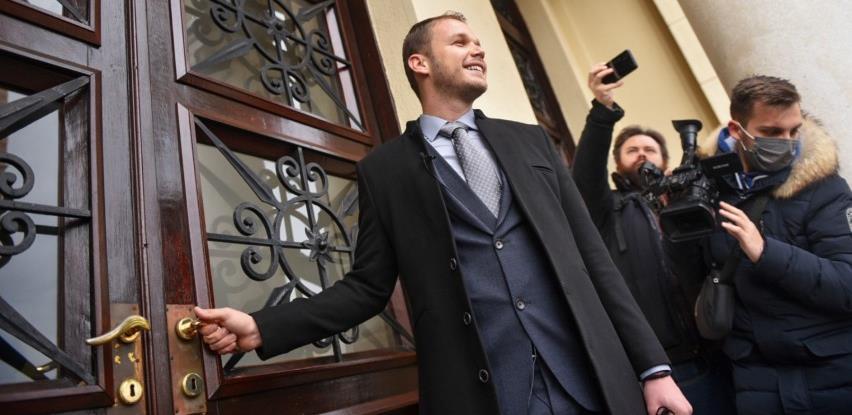 Stanivuković preuzeo dužnost gradonačelnika, na posao stigao autobusom