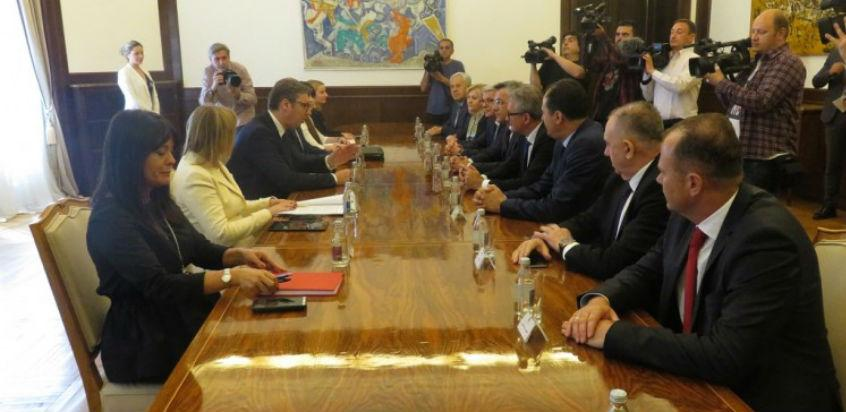 Vučić s bh. parlamentarcima - Autoput Sarajevo-Beograd šansa za razvoj