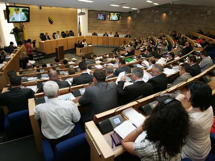 Podržan Nacrt zakona o platama u institucijama i preduzećima