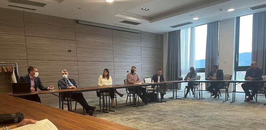 Biznis klub Povelja: Privrednici ukazali na nedostatke koji koče razvoj u KS