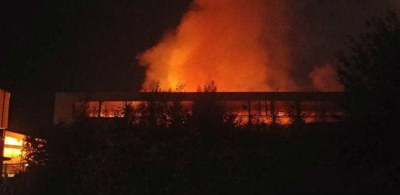 Požar bukti kod bivše fabrike Energoinvest-RAOP