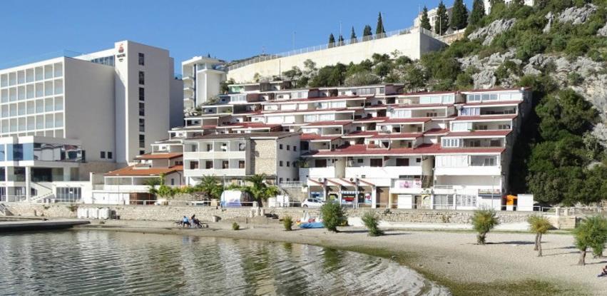 Zbog velikog broja kupaca odgođena prodaja odmarališta Feroelektra u Neumu