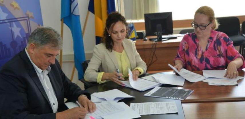 Potpisan ugovor za izgradnju dječijeg igrališta u ulici Envera Šehovića