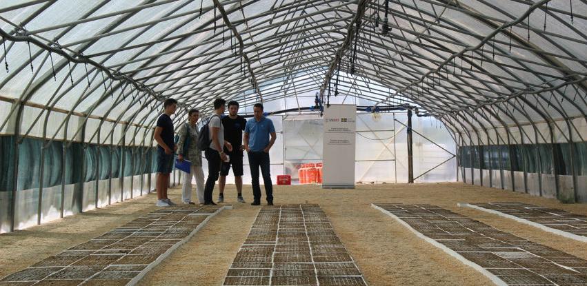 INTERA TP donirala deset CityOS Gro uređaja uzgajivačima smilja