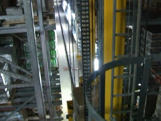 U visokoregalnom Sprindovom skladištu: Roboti glavna radna snaga