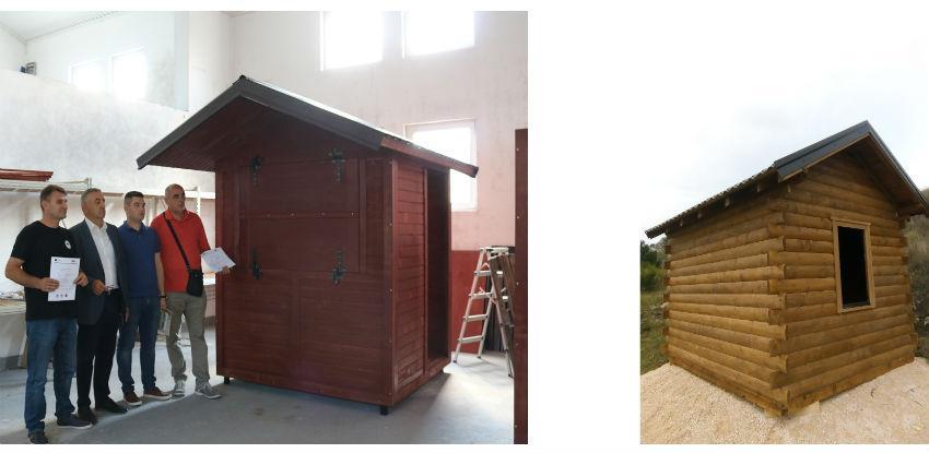 """U okviru projekta """"Razvoj turizma na tri jezera"""" postavljene drveneinfo kućice"""