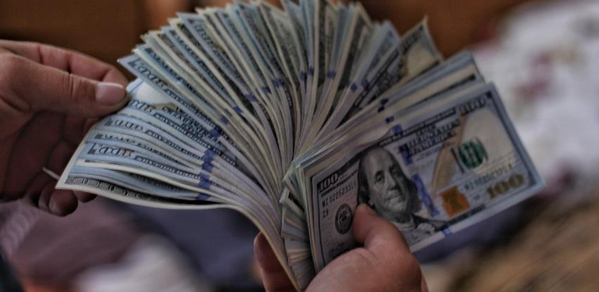 Dolar oslabio, investitori oprezni zbog fiskalnih poticaja