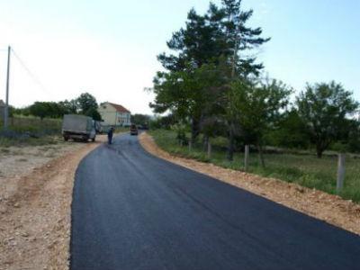 Započelo asfaltiranje cesta oko Buškog jezera