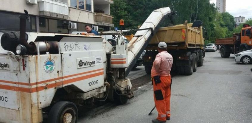 Počeli radovi na sanaciji parkinga u ulici Envera Šehovića