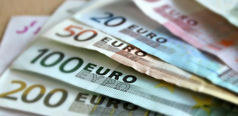 Makron: Manji porez penzionerima, minimalac veći za 100 eura